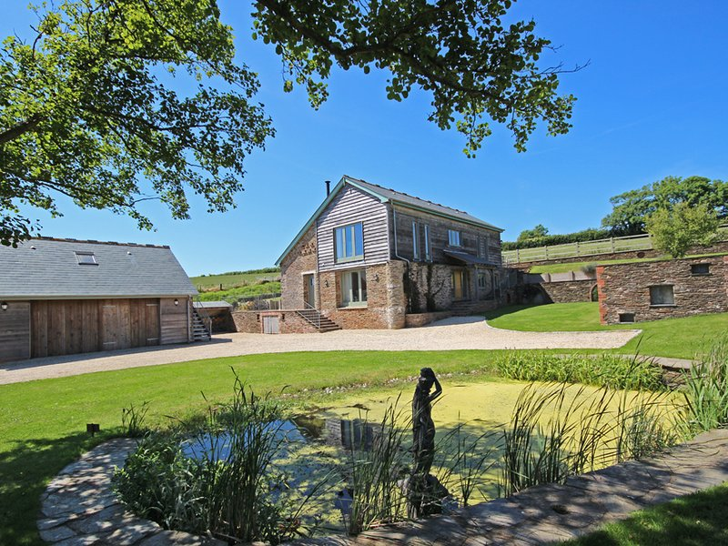 HIGHER HILL BARN, barn conversion, countryside location, open plan living, vacation rental in Kingsbridge