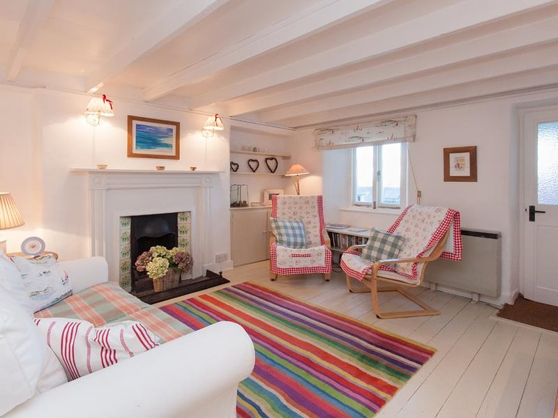 BOW COTTAGE, dog-friendly, estuary views, children's den, large garden, vacation rental in East Prawle