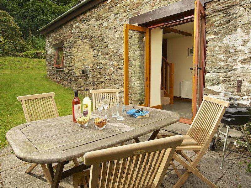 HOPE COTTAGE, barn converion, countryside location, rural views, baby friendly – semesterbostad i Loddiswell