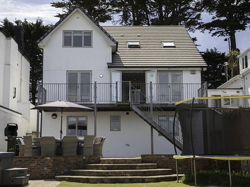 RALEIGH HOUSE, baby friendly, Salcombe/estuary views, large garden/terrace, aluguéis de temporada em Salcombe