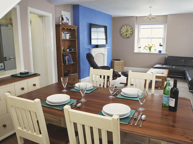 THE CROWS NEST, spacious living, central Salcombe, beaches nearby, holiday rental in East Portlemouth