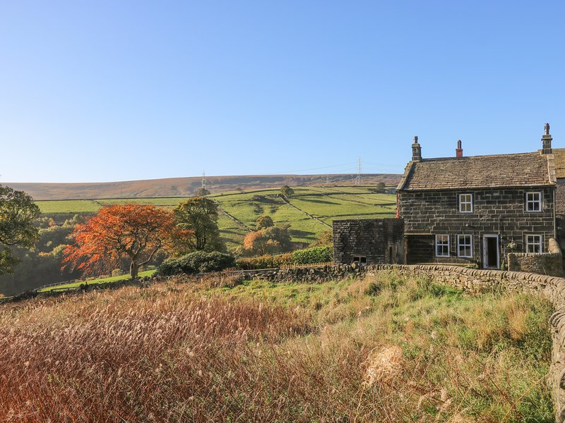 1 BEESTON HALL, beams, woodburner, Ripponden, casa vacanza a Ripponden