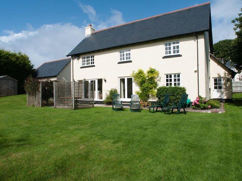 HOMEFIELD HOUSE, terrace/garden, village location, beaches nearby, parking, location de vacances à Thurlestone