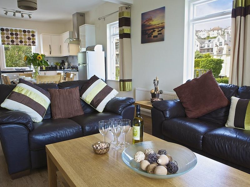 6 GLENTHORNE HOUSE, open plan living space, close to central Salcombe, estuary, holiday rental in East Portlemouth