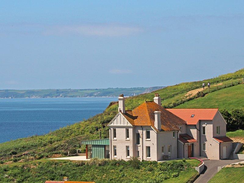 DRAKE HOUSE, luxury seaside setting, stunning sea view, short walk to Hope, holiday rental in Hope Cove