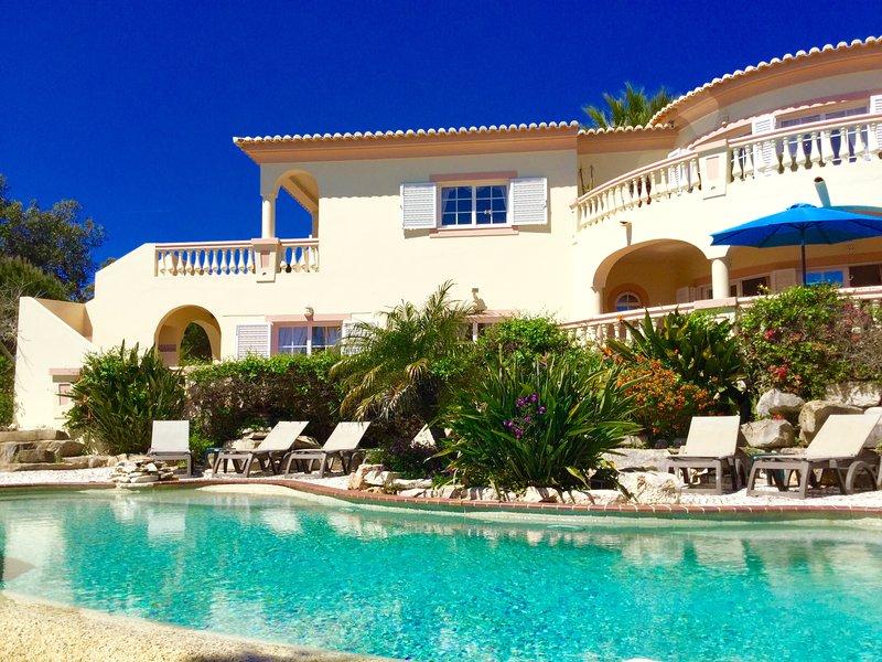 Villa Fim do Mundo - amazing villa at Parque da Floresta Golf Resort, alquiler vacacional en Budens