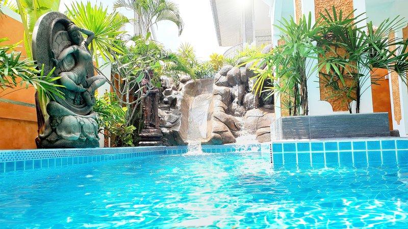 JOOPLAND LUXURY VILLA PATTAYA - PRIVATE POOL - 6 BEDROOMS, holiday rental in Pattaya