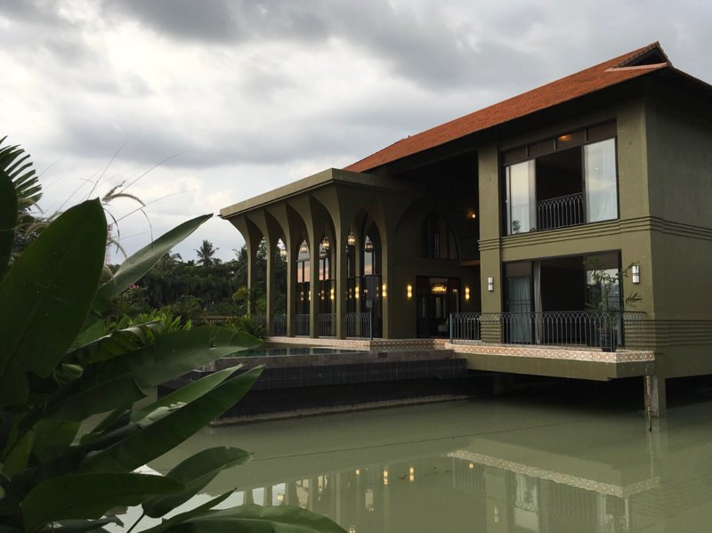 Designer Vacation Home with Pool and Pond, holiday rental in Mai Khao
