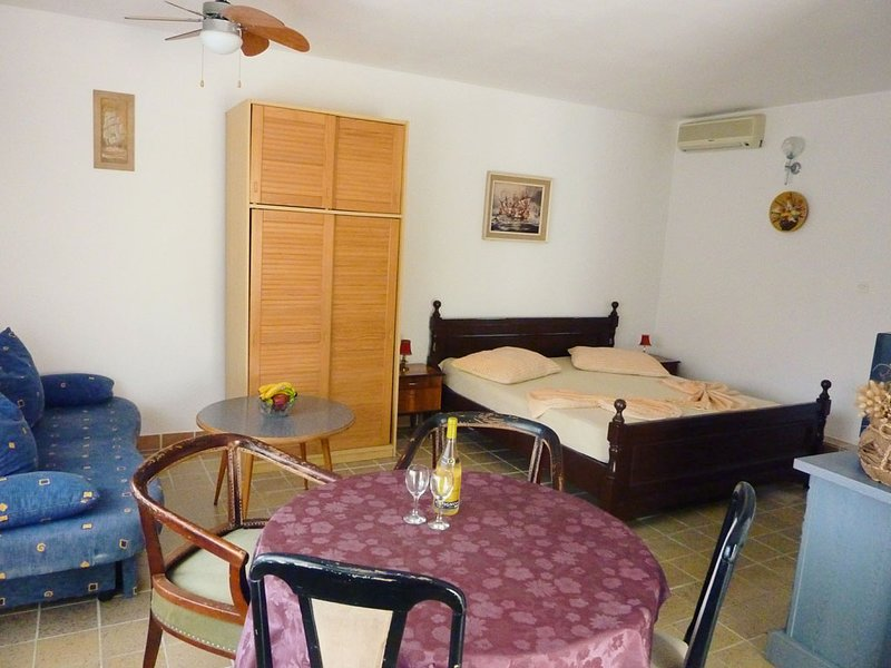 Apartments Cajner Pag Ap4 (A2+2)  -Starting from 21€ per day-, holiday rental in Pag
