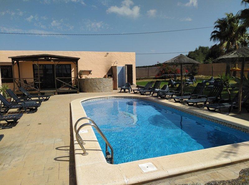 PRECIOSO LOFT EN CASA DE CAMPO CON PISCINA Y OTROS, holiday rental in Conil de la Frontera