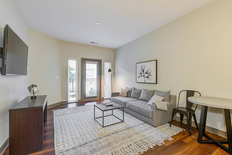 Apartment W Private Patio Center Of Indy Updated 2018
