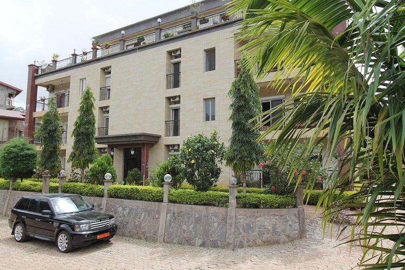 Residence MASSOU _ MOSSI, Quartier BASTOS-GOLF, alquiler de vacaciones en Yaounde