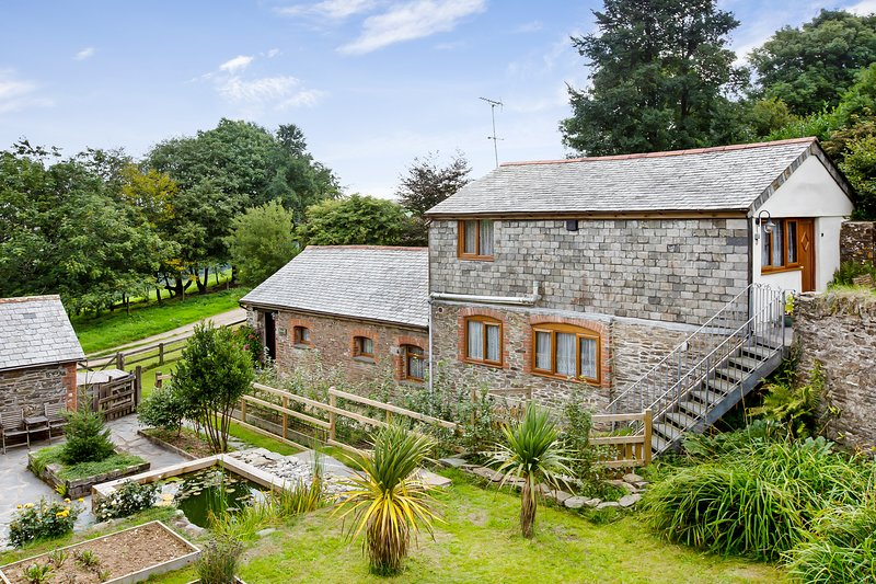 Sunflowers Barn, Looe - beautiful quiet rural hideaway not far from the coast, casa vacanza a St Martin