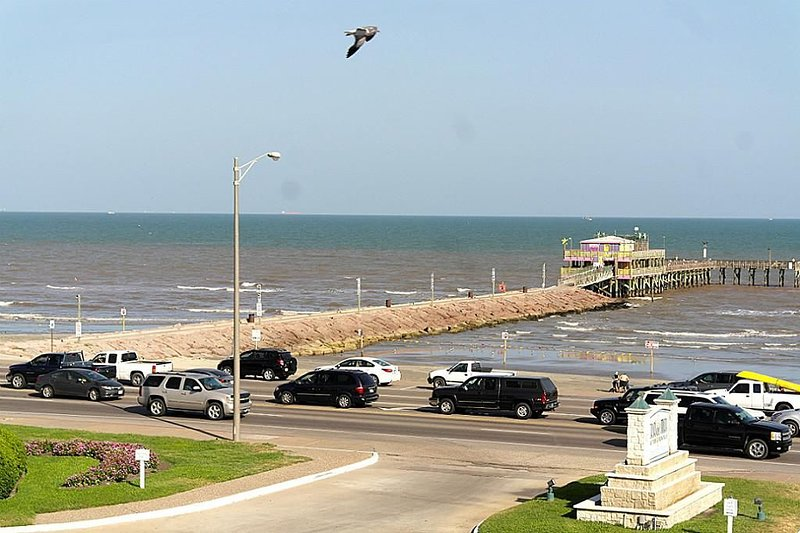 Condo With Best Sunrise, Ocean Casa Del Mar  View And Fishing Piers In Galvesto, alquiler de vacaciones en Galveston