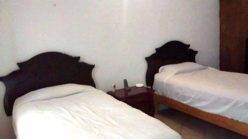 Bonita habitación junto a Plaza de Toros., holiday rental in Silao