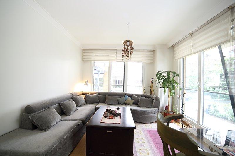 Exquisite Apartment in Caddebostan, holiday rental in Maltepe