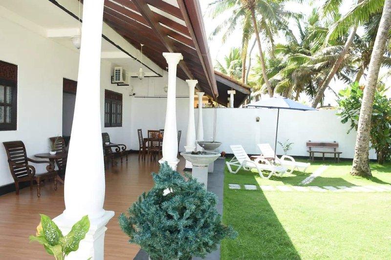 Ashen's Beach House (Beach front Villa), holiday rental in Rathgama