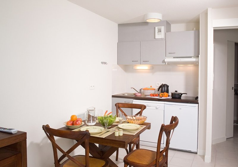 Welcome to your fully-equipped and bright studio in Le Teich!