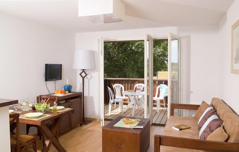 Encuentre paz y relajación con sus amigos cercanos y familiares en este encantador apartamento en Le Teich.