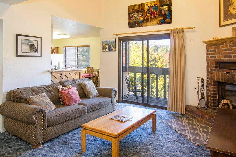 La Vista Blanc #22 - Living Room