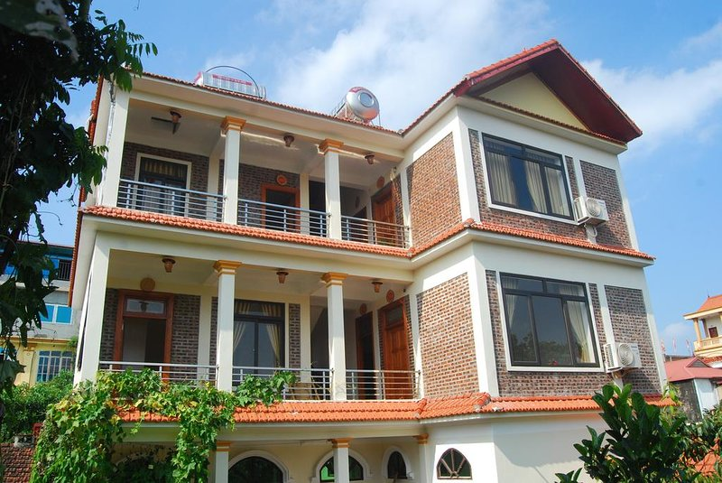Phi Hung's Unique Homestay - King Room with Garden View, casa vacanza a Ninh Thang