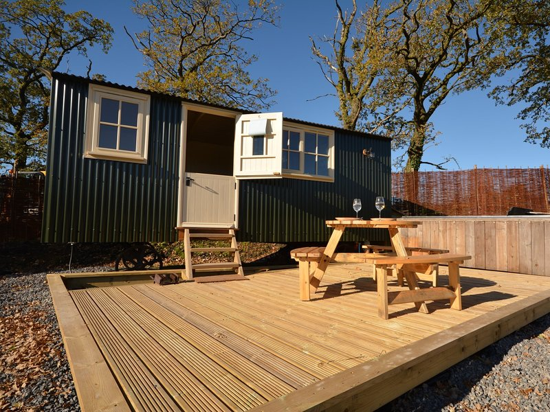 Super shepherds hut with own private wood fired hot tub