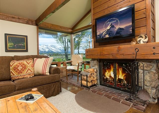 Cozy Golf Creek Condo with occasional wildlife sighting! Close to JH!, vacation rental in Jackson