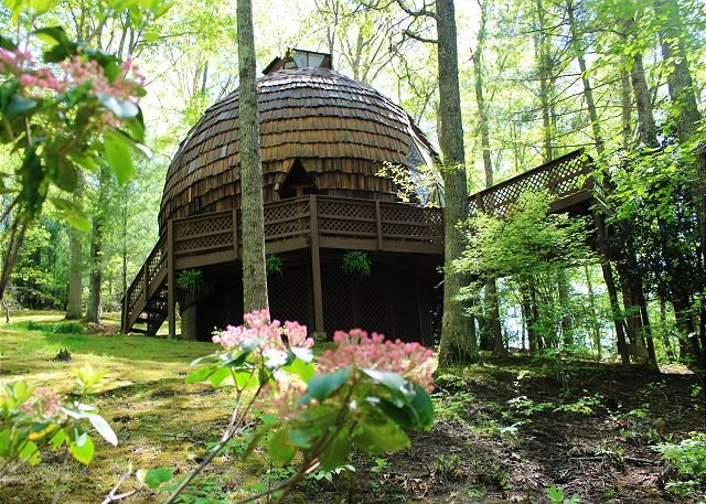 UNFORGETTABLE - Private Geodesic Dome On 40 Acres With Hot Tub & Pond! – semesterbostad i North Carolina Mountains