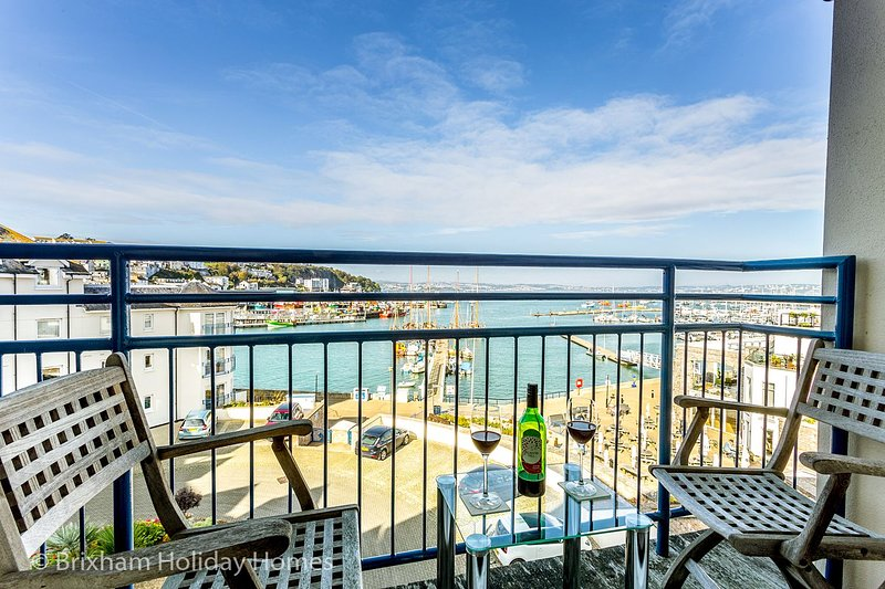 64 Moorings Reach - Super luxury 3 bedroom, 2 bathroom apartment with secure par, holiday rental in Brixham