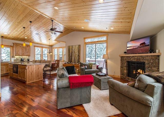 New Upscale Sugar Pine Point Home - 5 Minutes to Homewood Ski Resort, alquiler de vacaciones en Tahoma