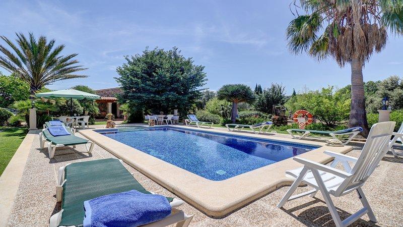Charming villa, WiFi, private pool & garden, alquiler de vacaciones en Mallorca