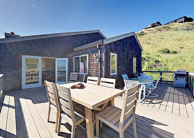 Chic Home in Upscale Neighborhood w/ Breathtaking Ocean Views, Walk to Beach, holiday rental in Dillon Beach