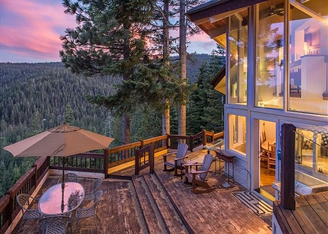 Luxury All-Suite Retreat w/ Sauna - Stunning Lake & Mountain Views, holiday rental in Squaw Valley