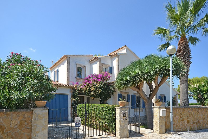 Odette house with swimming pool close to the sea in - Summer house with swimming pool review ...