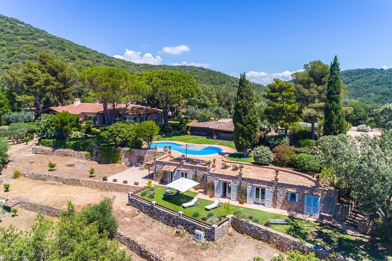 Monte Argentario Villa Sleeps 13 with Pool and Air Con - 5654557, location de vacances à Isola Del Giglio