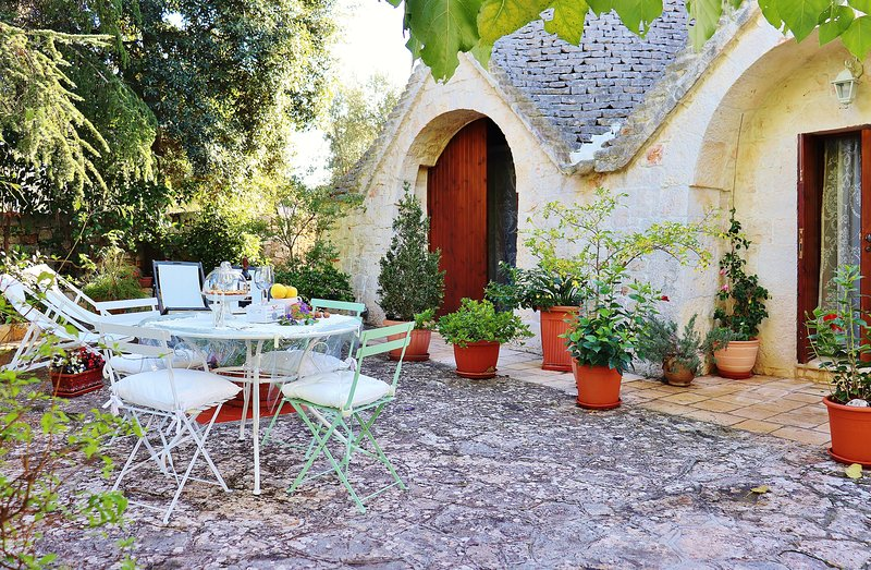 Trulli and Nature: equipped garden
