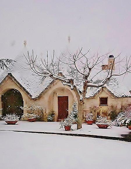 Trulli and Nature: extraordinary winter snowfall