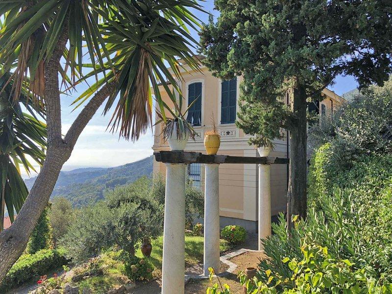 VILLA LE PALME 18P, with private pool free WiFi sea view near Cinque Terre, holiday rental in Biassa