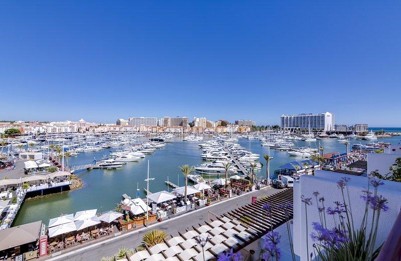 Vila Marina - Luxurious apartment - Facing Marina, aluguéis de temporada em Quarteira