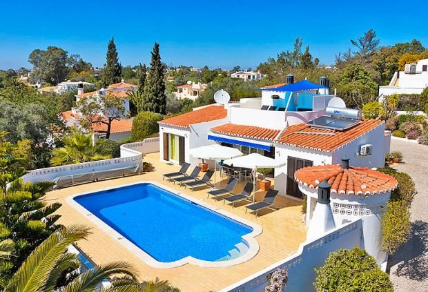 Sonny, villa with private pool, holiday rental in Estombar