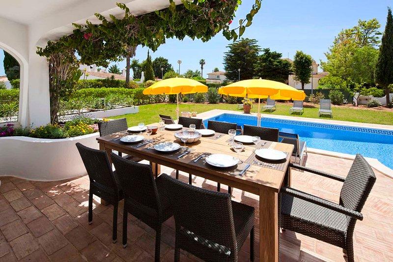 Benagil Villa Sleeps 8 with Pool and Air Con - 5775261, holiday rental in Lagoa