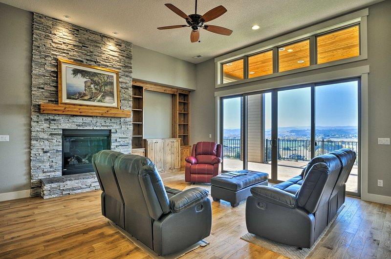 Até 6 pessoas de sorte podem desfrutar desta residência recém-construída e decorada com muito bom gosto.