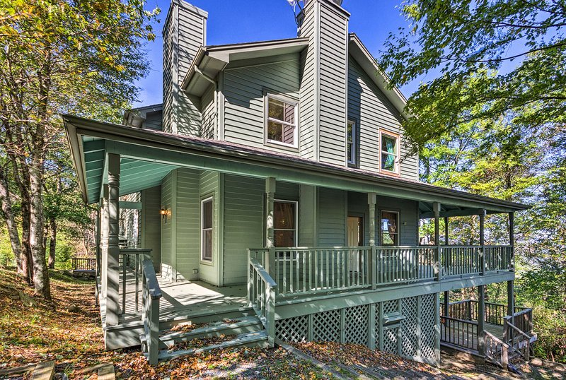 Boone Home w/ Deck - 9 Miles to Mystery Hill!, location de vacances à Deep Gap