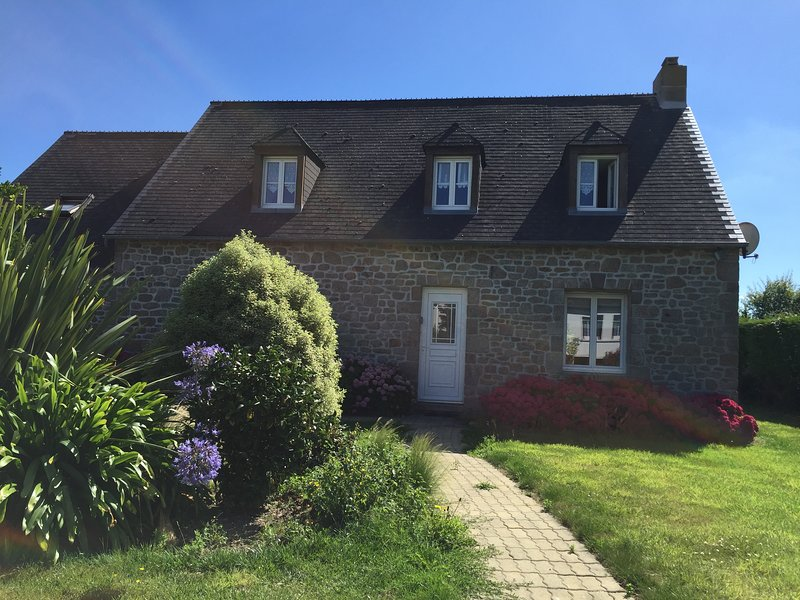 NORMANDIE, COTENTIN, GRAND GITE PROCHE PLAGE, 8 PERSONNES, location de vacances à Montfarville