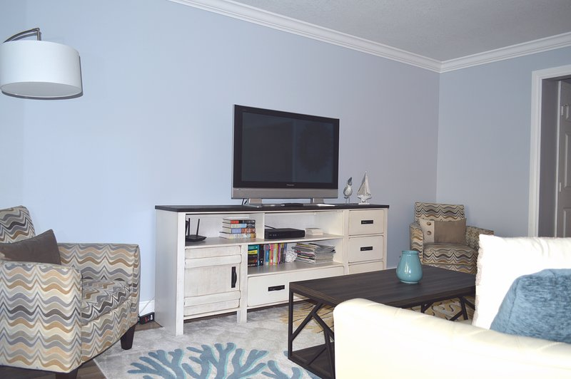 Living area with large flat screen TV, Cable + DVR & WiFi