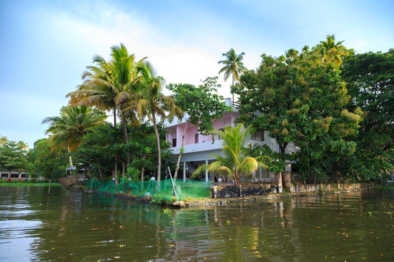 Orchid Lake View Homestay - Bedroom 4, holiday rental in Vaikom