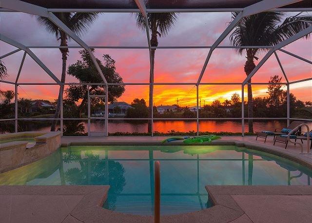 Bella vista alba dalla piscina
