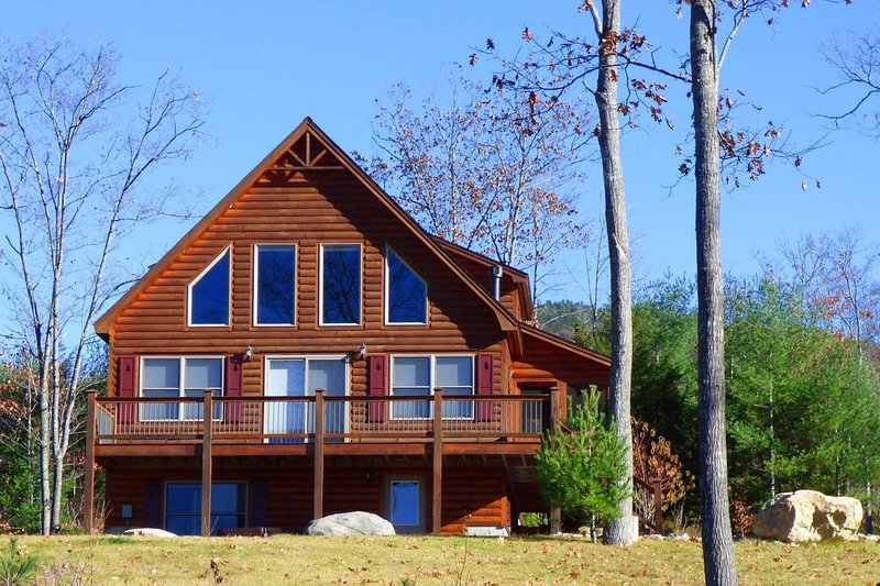 Timber Creek Ski Chalet - Hot Tub / Mountain Views, alquiler de vacaciones en Bryant Pond