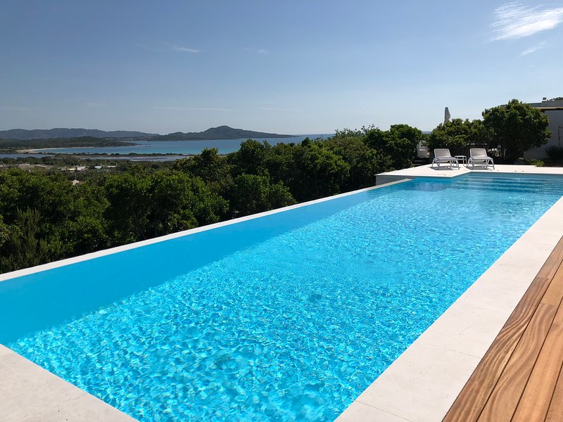 Villa Lu Impostu 400 mt spiaggia, vacation rental in San Teodoro