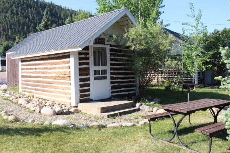 Rustic and Cute Studio Cabin at Three Rivers Resort in Almont (#8), alquiler vacacional en Pitkin